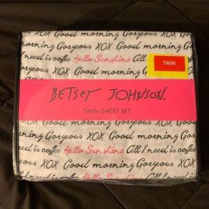 Betsey Johnson twin sheet set with sayings